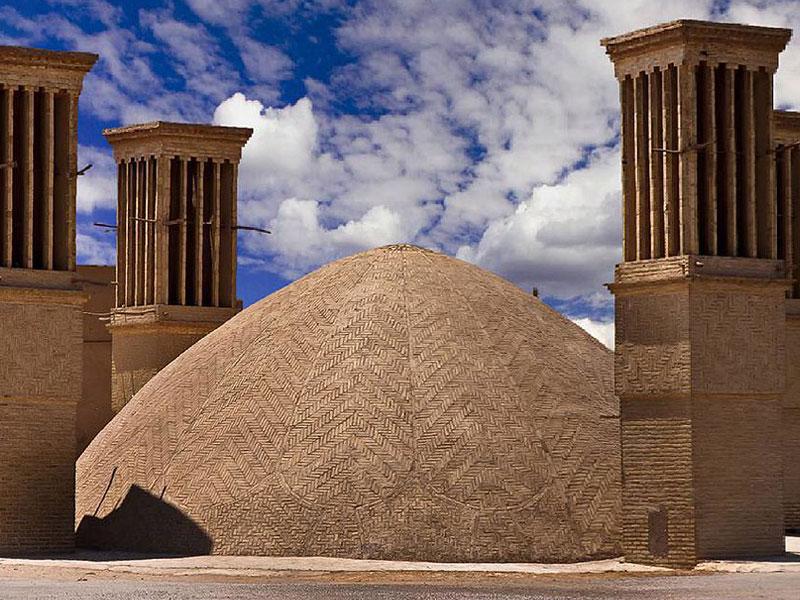 هم جواری آب انبارها و زورخانه ها در یزد